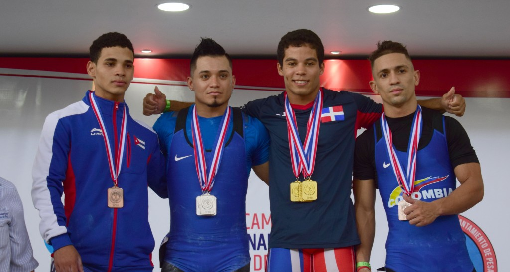 Luis García, tercero desde la izquierda, junto a los colombianos Carlos Berna y Wilder Posada, así como el cubano Otto Onate